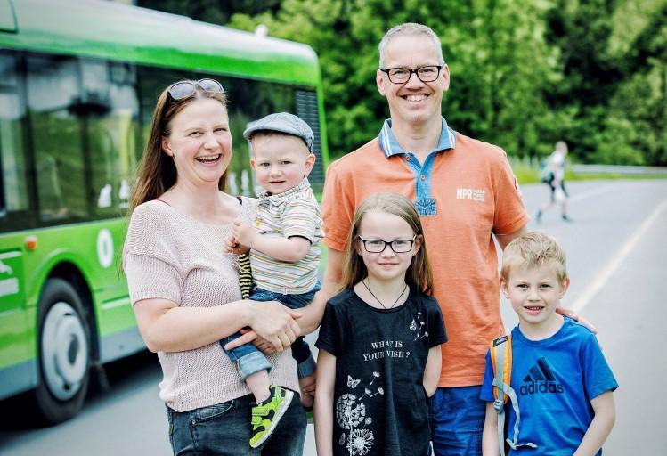 Probier amol: Familie Kocevar ist mit Bus und Bahn unterwegs.